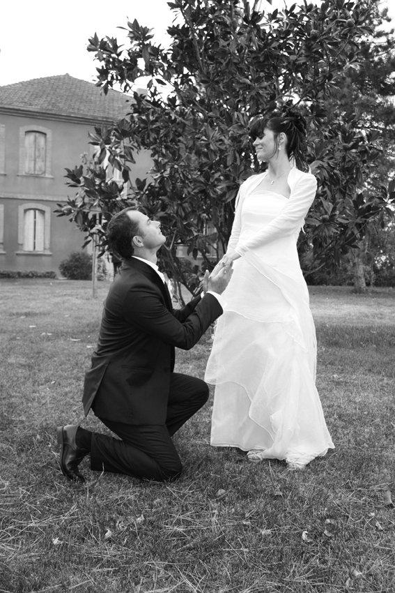 Marié à genoux deant la mariée